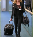 eliza-taylor-danielle-panabaker-leave-vancouver-for-home-07.jpg