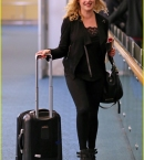 eliza-taylor-danielle-panabaker-leave-vancouver-for-home-09.jpg
