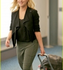 eliza-taylor-lands-vancouver-the-100-filming-01.jpg